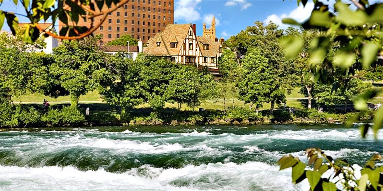 The Red Coach Inn -- Niagara Falls, NY