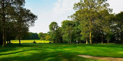 £29 -- Lingfield Park: 18 Holes, Bacon Roll & Coffee for 2