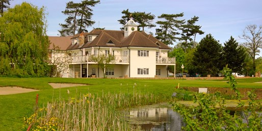 £29 -- Woolston Manor Golf Club: 18 Holes & Lunch for 2