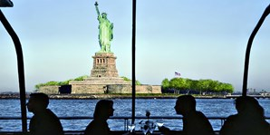 $65 -- Dinner Cruise w/Skyline NYC Views: 50% Off This Fall