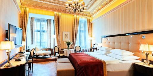149 € -- Karlsbad: Prunkvolle Auszeit mit Suite & Menü, -74%
