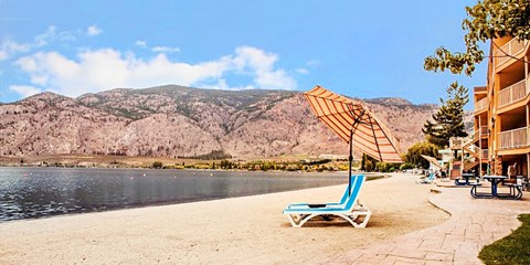 $89 -- Okanagan Beachfront Stay incl. Wine, Reg. $169