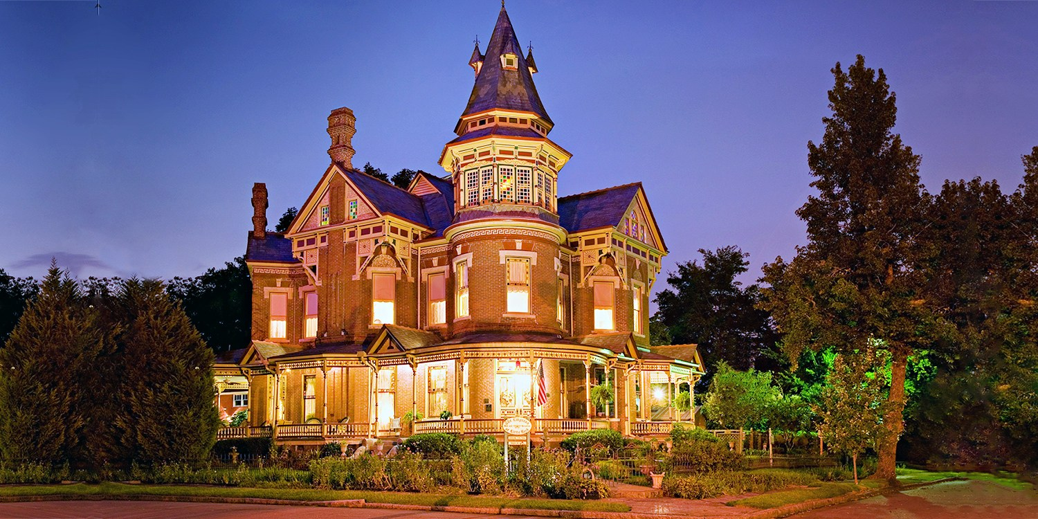 $239 -- Little Rock: 2 Nights at 4-Diamond B&B, Reg. $418