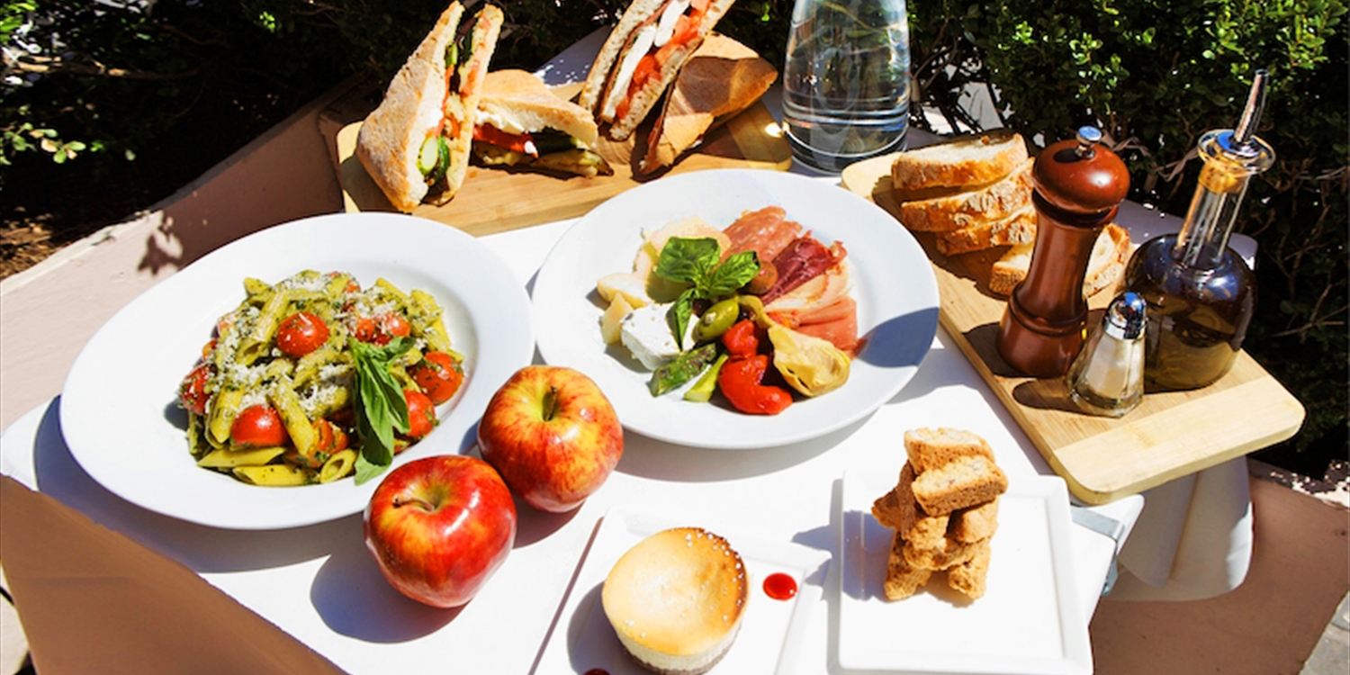 $39 -- Central Park: 55% Off 4-Course Picnic for 2