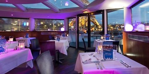 270€ -- Paris en Yacht : nuit, croisière et dîner, -40%