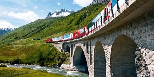 ¥8,068起 -- 5.4折 瑞士阿尔卑斯冰川快车双人四日游 含3星酒店+头等座+往返接送