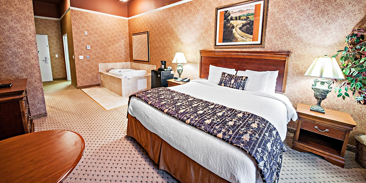 $89 -- Connecticut: Suite near Foxwoods w/Bubbly, 40% Off