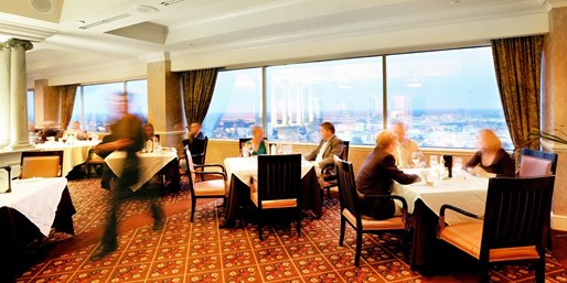 $40 -- Private Capital City Club: 25th-Floor Dinner for 2