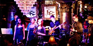 $65 -- Montreal: Dinner for 2 w/Drinks at House of Jazz