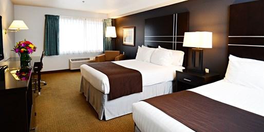 $101 -- Downtown Portland Hotel w/Parking & Breakfast