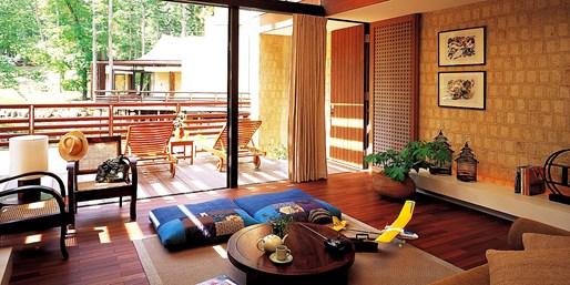 ¥9,500 -- 57%OFF 富士山麓ジャグジー付ヴィラ泊 朝食ブッフェ+温泉スパほか特典付