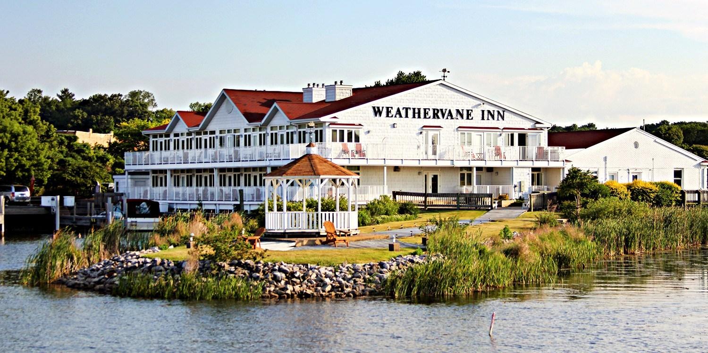 $69 -- Michigan: Charming Lakeside Inn w/Breakfast for 2