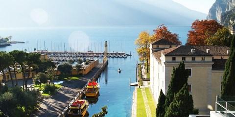 298€ -- Italie : Séjour 5* et repas au bord du lac de Garde