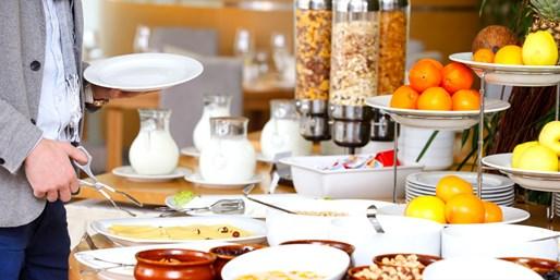 15 € -- Großes Frühstück inklusive Getränken im Hilton, -46%