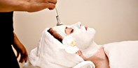 $49 -- Luxe Spa on Michigan Ave.: Hourlong Facial, Save 60%