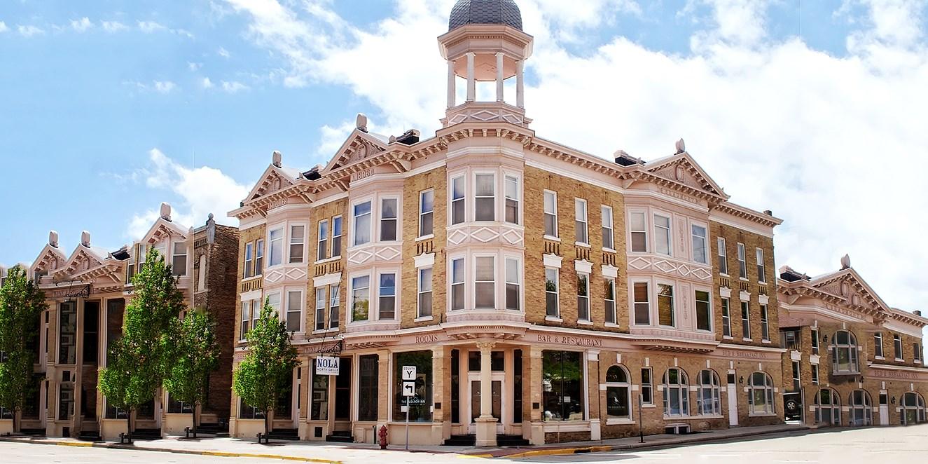 $69 -- Charming Wisconsin Inn w/$20 Credit, 45% Off