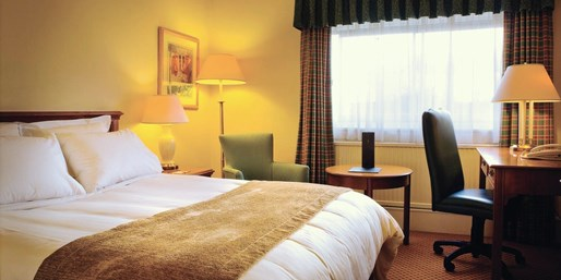 £69 -- Derbyshire Stay w/Breakfast & Dinner, Save 49%
