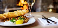 £35 -- 'Perfect' Cotswolds Pub: 3-Course Meal & Bubbly for 2