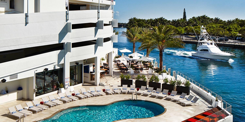 $25 -- Waterstone Resort & Marina: Dinner & Drinks for 2