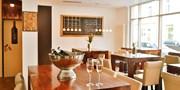 44 € -- Glockenbach: Dinner für 2 in hochgelobter Weinbar