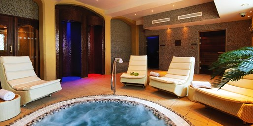 £65 -- 'Spectacular' Cotswolds Spa Treat w/Massage or Facial