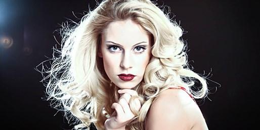 39 € -- Fotoshooting mit Styling und Make-up, 74% sparen