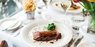 £25 -- 3-Course Lunch & Wine for 2 near Twickenham, Save 54%