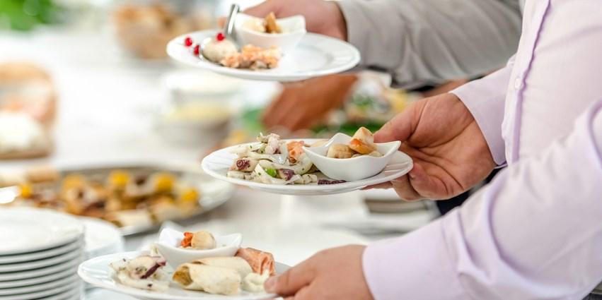 $60 -- Fallsview Buffet: Dinner for 2 w/Bottle of Wine