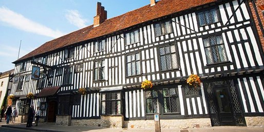 £21 -- Afternoon Tea & Bubbly for 2 at Stratford Tudor Hotel