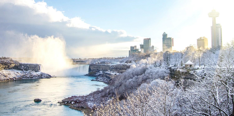 £55 – Niagara Falls Stays w/Casino Credit, Breakfast & Parking -- Niagara Falls, Canada