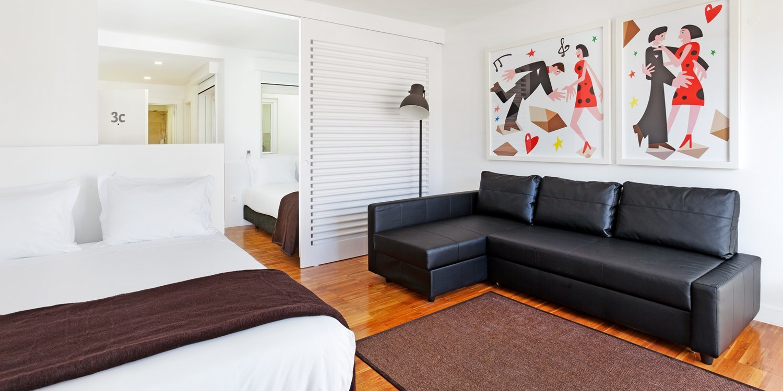 Hello lisbon bairro alto apartments travelzoo for Appart hotel lisbonne