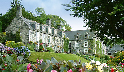 £139 – Gourmet Snowdonia National Park Stay for 2, Reg £260