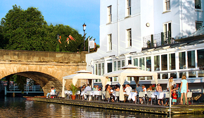 £29 -- 'Waterside Delight': Dinner & Bubbly for 2, Reg £59