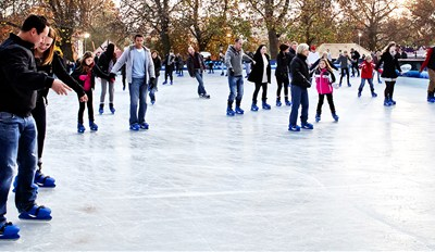 £15 -- Winter Ice Skating Experience & Meal for 2, Reg £31