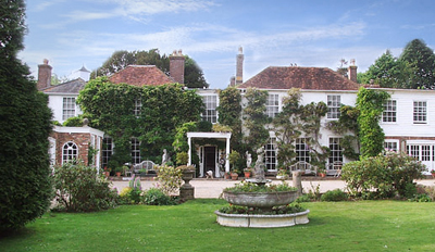 £99 -- Historic Sussex Stay w/Meals & Fizz, Reg £215