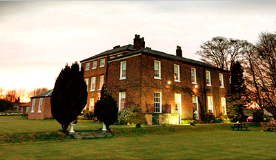 £35 - Dinner & Bubbly for 2 in Yorks Country Manor, Reg £76