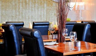 £25 - 3-Course Dinner for 2 at 'Chic' Essex Eatery, Reg £51