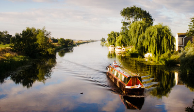 £35 - 5-Star Derbyshire Narrowboat Experience, Reg £70