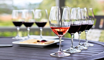 $29 -- Niagara Winery: Tour, Tasting & Picnic for 2